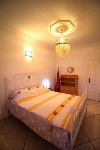 Chambre privée chaleureuse avec petit déj inclus