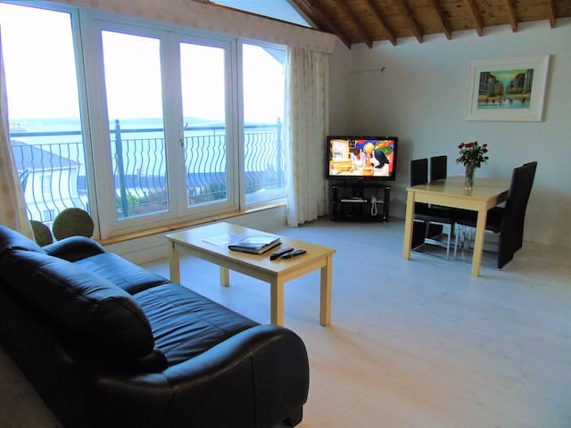 Penthouse Sea View Suite - Cobh - Rumah