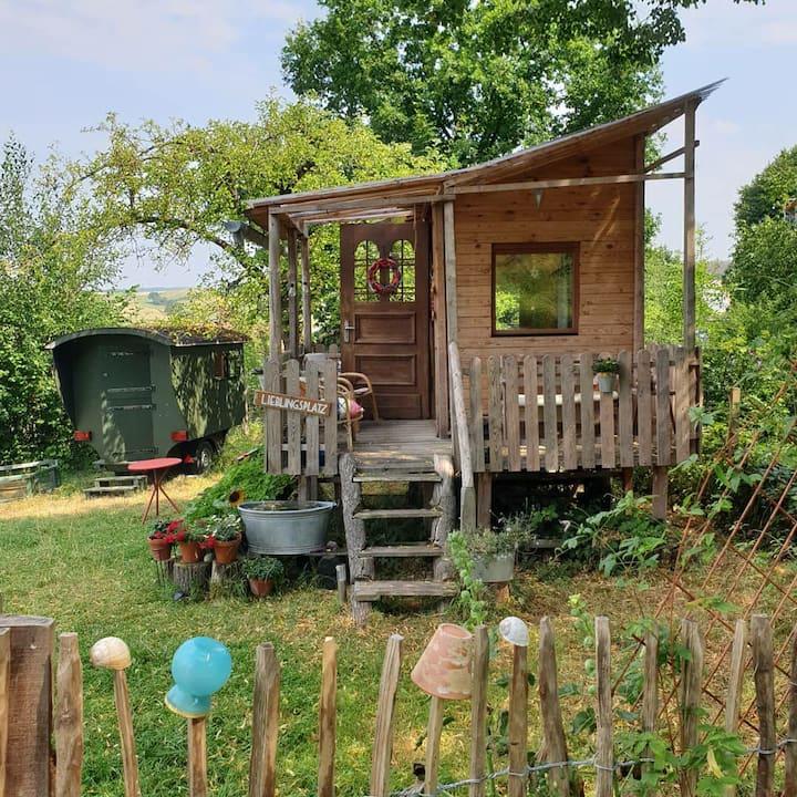 Natur genießen in Apfelbaumhaus und Schäferwagen