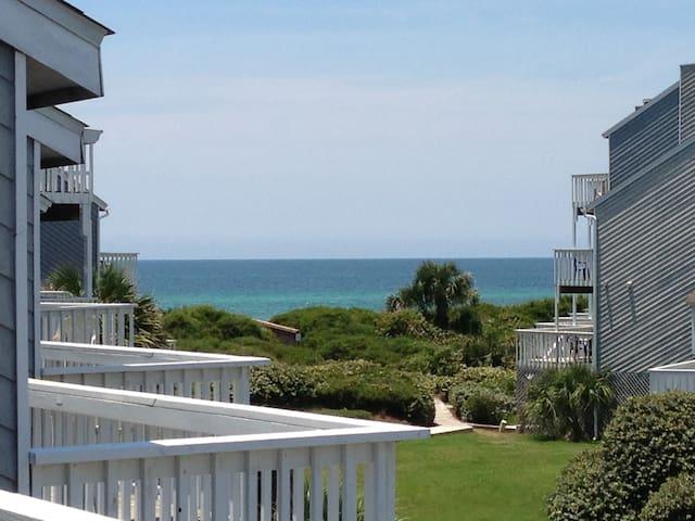 Gulf View End Unit - Pet Friendly -Beach Chairs +
