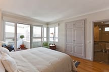 Room 1 - Spacious King Size Double Bedroom with Terrace, AC, Closet and Private Bathroom