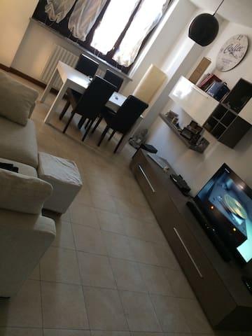 Confortevole Bilocale con Idromassaggio - Peschiera Borromeo - Apartamento