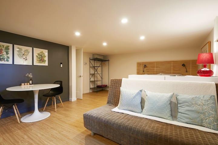 Two-bedroom studio with simple breakfast & pool
