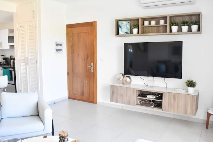 |ME VACATION| 2 BR Apartments W/ Pool & Beach Club