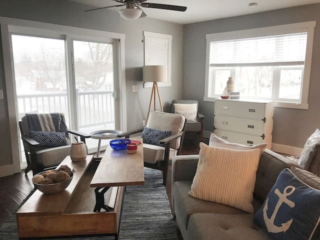 Midtown condo, three bed, close to downtown!