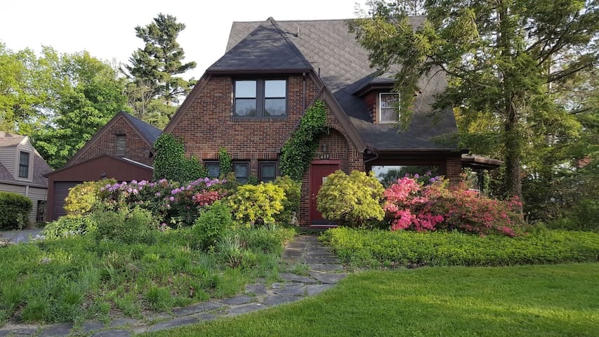 Charming Home in Woodland