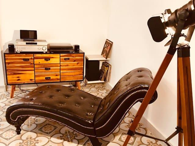 Diván, música y lectura