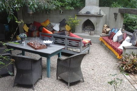 Peaceful, private, stylish French rustic retreat - Wheki Valley - Huis