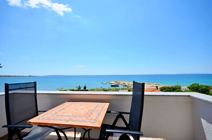 Studio Apartment, beachfront in Novalja - island Pag, Outdoor pool, Terrace