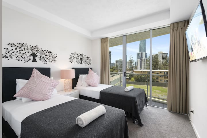 3 bedroom Family Apartment in Surfers Paradise