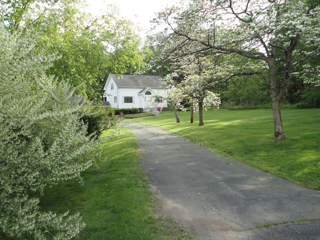 Gina's B & B - Bloomfield - House