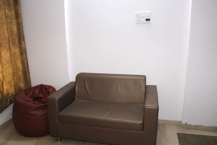Private Complete 2 Bed Apartment nr Oshiwara Depot