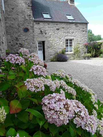 """la """"p'tite maison"""" au Coeur du Cotentin 1-4pers"""