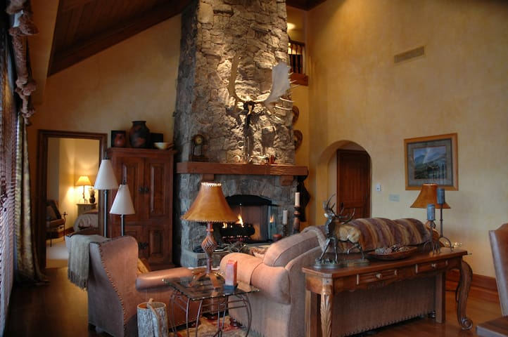 Mountain Hideaway Penthouse - Edwards - Villa