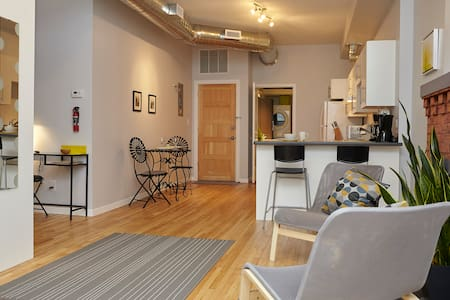 Downtown Core Studio Apartment - Hamilton