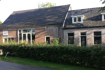 Lovely country house with garden - Oudelande