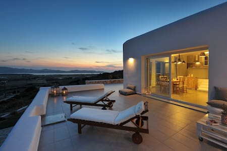 Villa Sunset Luxury Villa in Paros - Aliki - วิลล่า