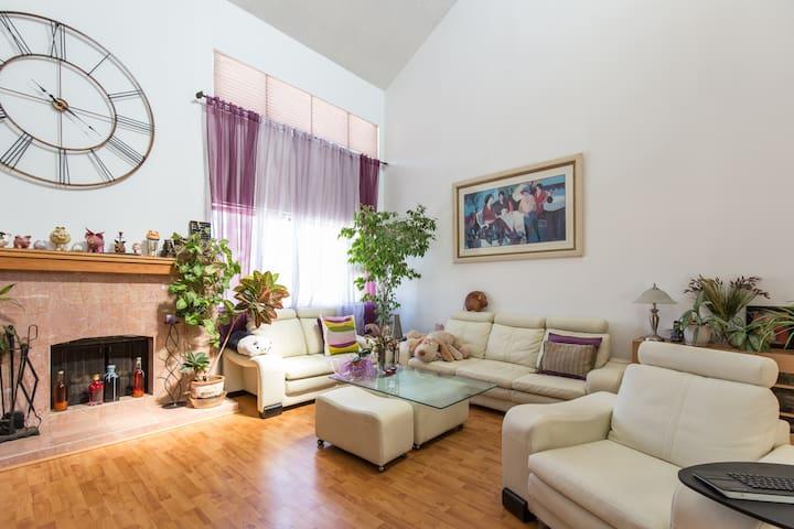 Cozy  private room with bathroom - Los Angeles - Appartement en résidence