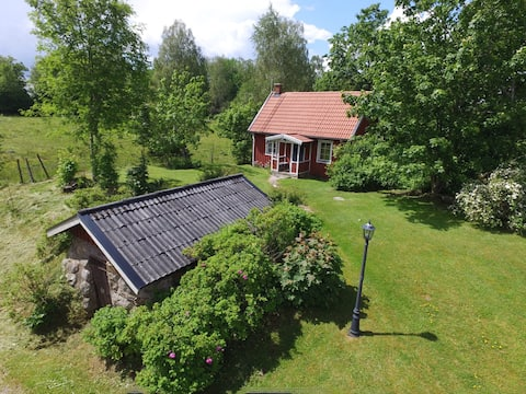Charming cottage in rural surroundings.