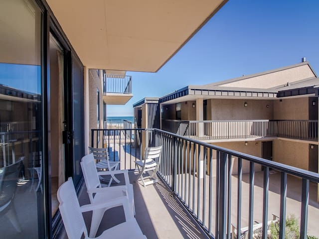 B202: 1BR Sea Colony Oceanside condo! Private beach, pools, tennis ...