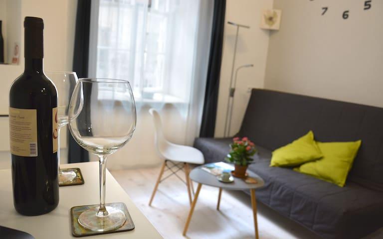 CentrLoc quiet apartm for 2+2, A/C,2 Bathrms /WIFI