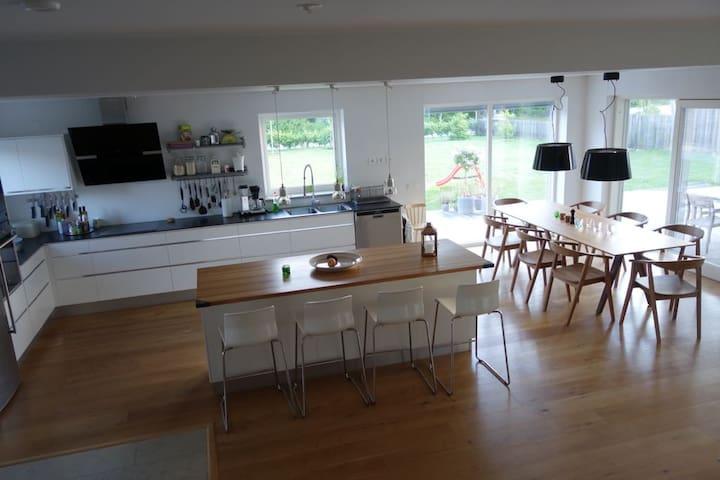 Nybyggd villa i familjärt Visby - ヴィスビー - 別荘