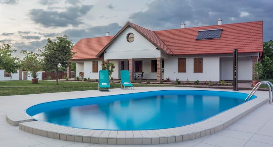 Kamilla guest house 1 - Poroszló - Hus