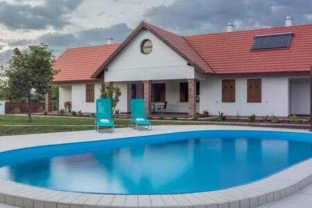 Kamilla guest house 1 - Poroszló - House