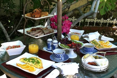 LIFE IS GOOD IN L.A  BED&BREAKFAST - Los Angeles - Bed & Breakfast