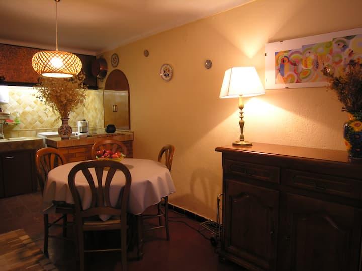 Maison de village dans les Albères. 2 pièces.