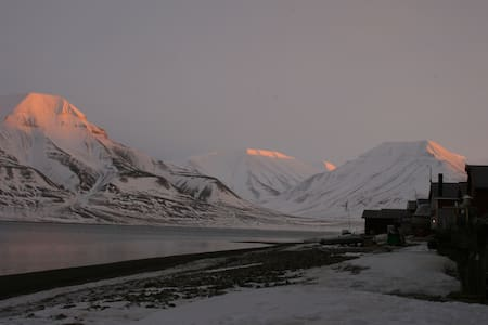 Live like a local - house on the beach - Longyearbyen