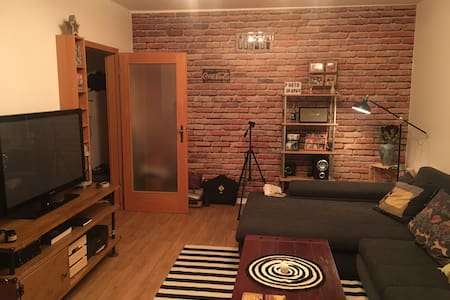Cozy bright apartment. 20mins from city center