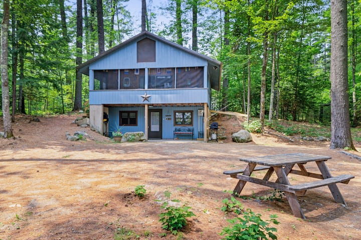 Waterfront cottage with firepit, dock on Conway Lake & beach access nearby!