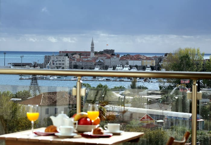 Karina Apartment with terrace & fantastic sea view