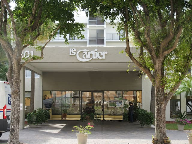 Le Cartier 521 - Sunny Isles Beach - Condominium