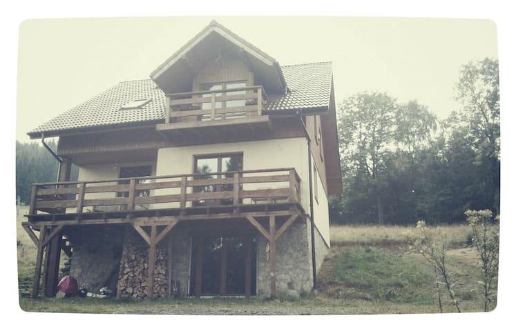 Chata Yetiów okolice Czarnej Góry - Bolesławów - Dağ Evi