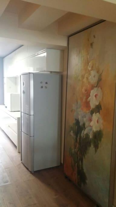 进门的油画,连接崭新的厨房❤
