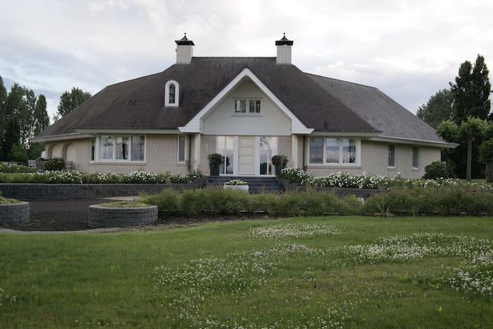 Unieke Luxe Villa, incl. visvijver - Bruchem - Casa de campo
