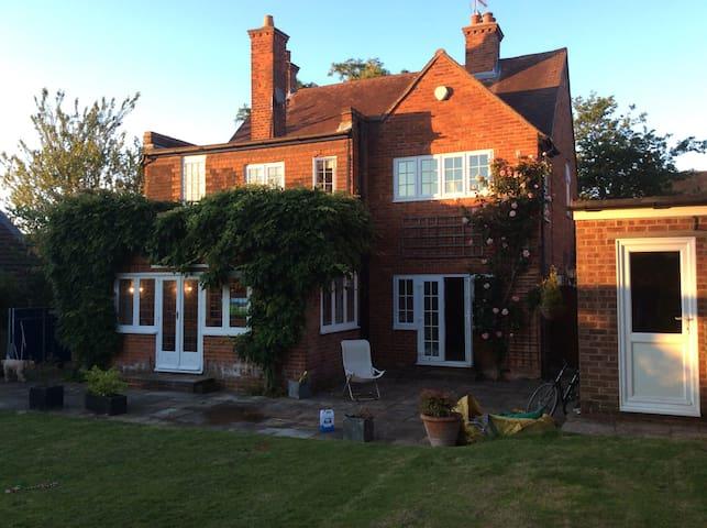 4 bed detached house Farnham - Farnham - Casa