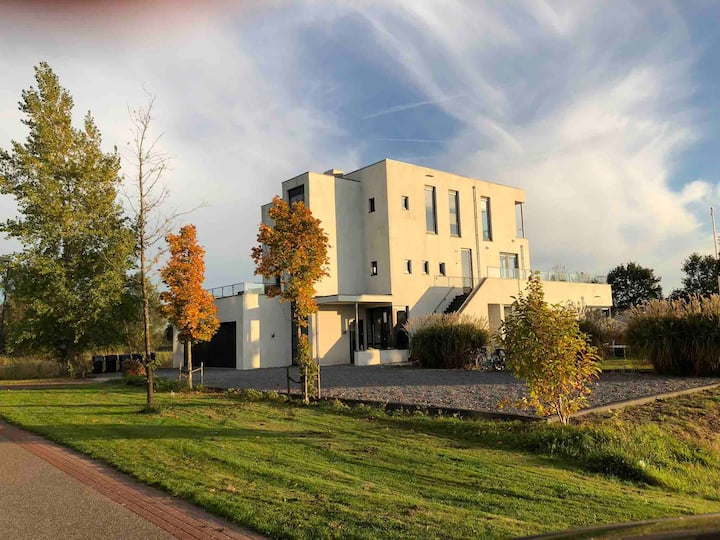 Large, luxurious villa, Frisian lakes, own beach