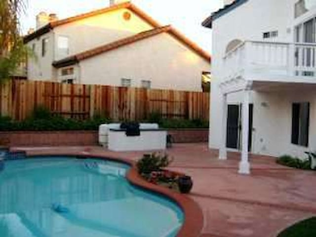 Come to San Diego 10 min from Ocean - Oceanside - House