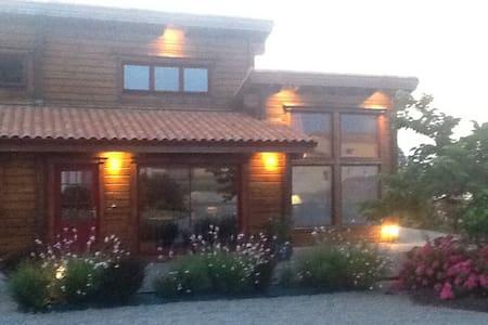Maison de charme en bois massif - Rumah