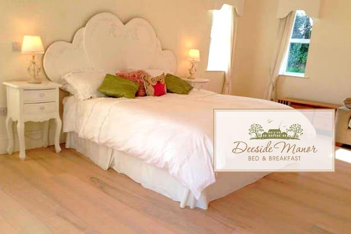 Deeside Manor R1 Castlebellingham - Castlebellingham - 家庭式旅館