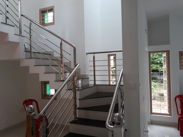 Homestay near Santhigiri Ashram Non AC common bath