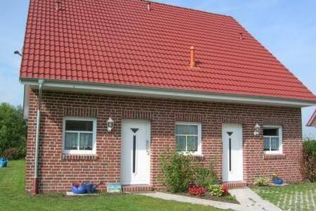 Haus Füürtorn mit Blick zum Leuchtturm Campen - Krummhörn - Casa