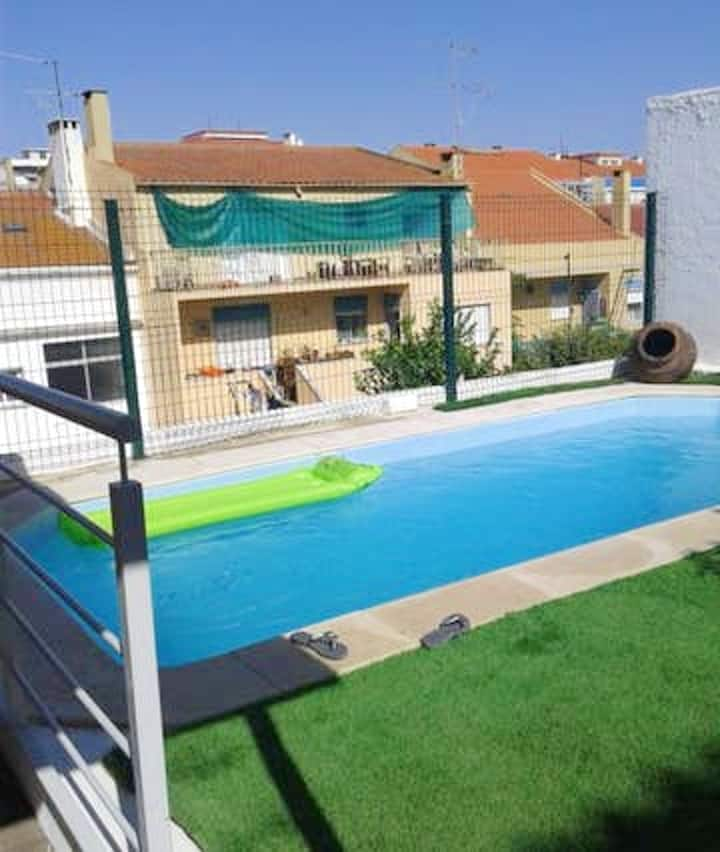 Apartment with 3 bedrooms in Almada, with shared pool, enclosed garden and WiFi - 5 km from the beach