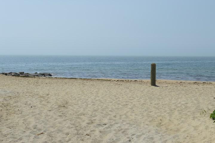 Charming Condo, Short Walk to Beach