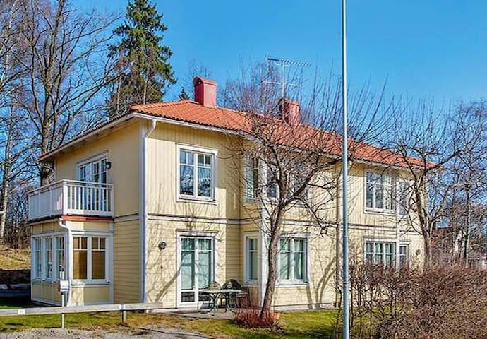 With close proximity to both nature and city - Täby - Apartament
