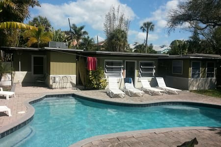 Studio Apt 2 blocks from the beach! - Siesta Key - Квартира