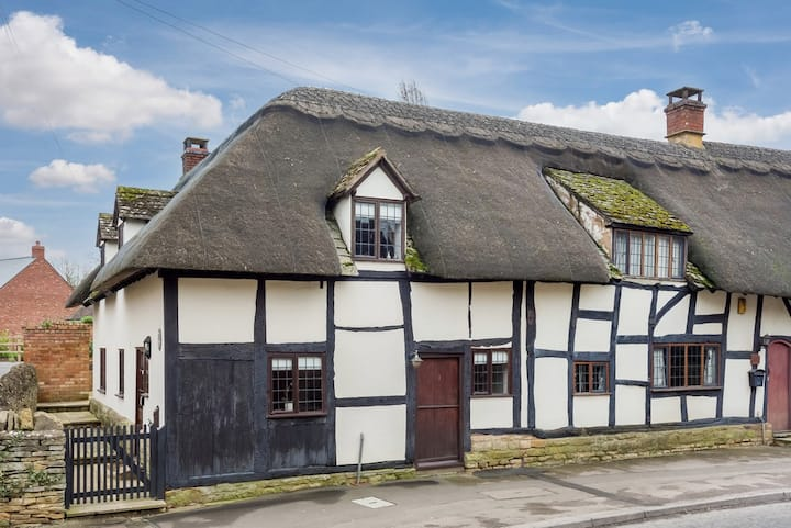 16th Century Grade II Listed Thatched Cottage